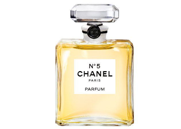 It's official! Ο Bradt Pitt είναι το πρόσωπο του Chanel no 5 κι έχουμε στα χέρια μας το πιο συγκλονιστικό βίντεο ever!