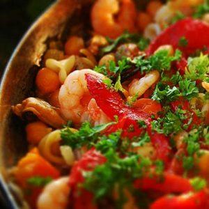 Ρεβίθια με θαλασσινά και πιπεριές