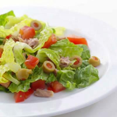 Σαλάτα με τόνο και ελιές