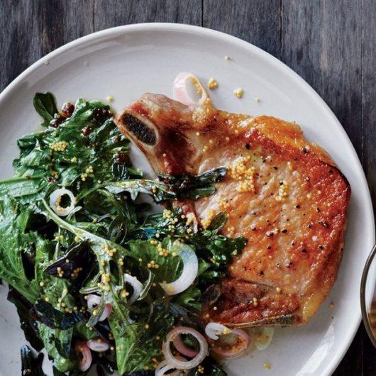 Χοιρινά μπριζολάκια με σπόρους μουστάρδας | tlife.gr