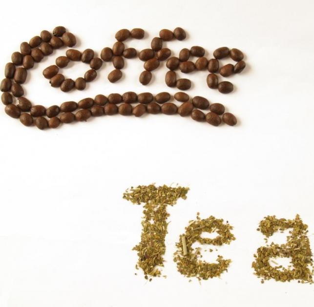 Γκαρσόν; Τι είναι όμως καλύτερο να πάρεις; Τσάι ή καφέ; | tlife.gr