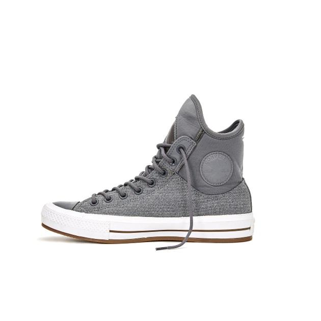 2   Sneakers Converse