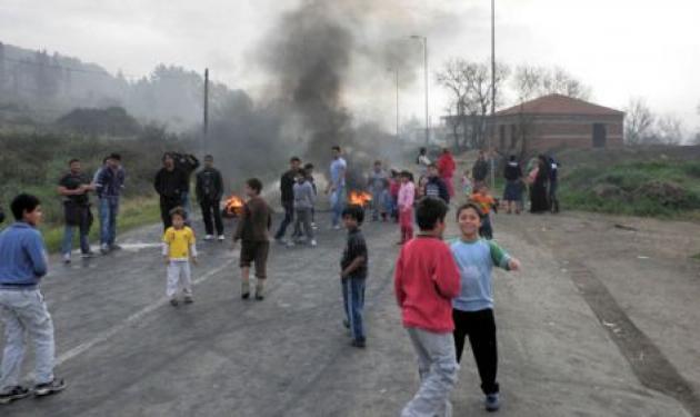 Κέρκυρα: Κάτοικοι βγήκαν στους δρόμους με όπλα εναντίον τσιγγάνων!   tlife.gr
