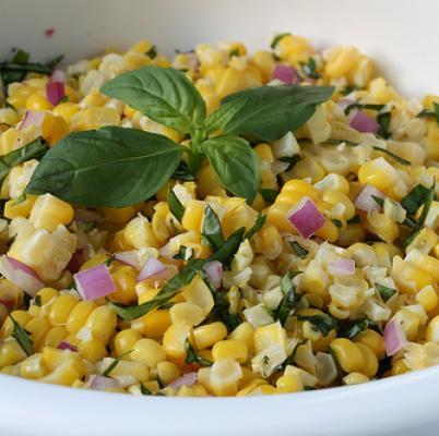 Καλοκαιρινή σαλάτα με καλαμπόκι