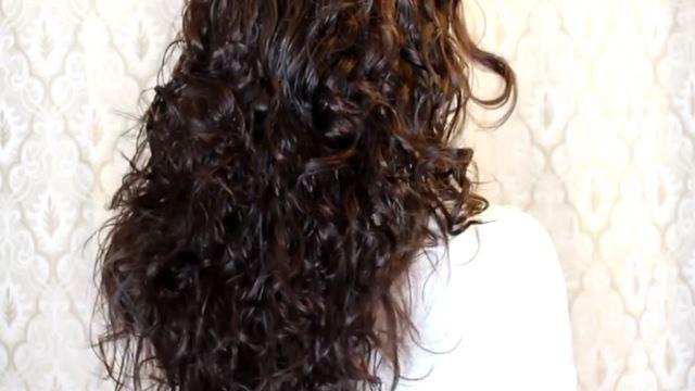 Πώς θα έχεις τέλεια σγουρά μαλλιά μέχρι το άλλο πρωί!