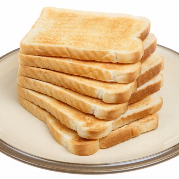 2 | Κόψε το ψωμί σε κυβάκια...