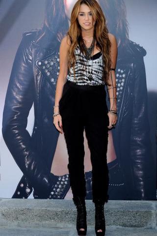 Miley Cyrus | tlife.gr