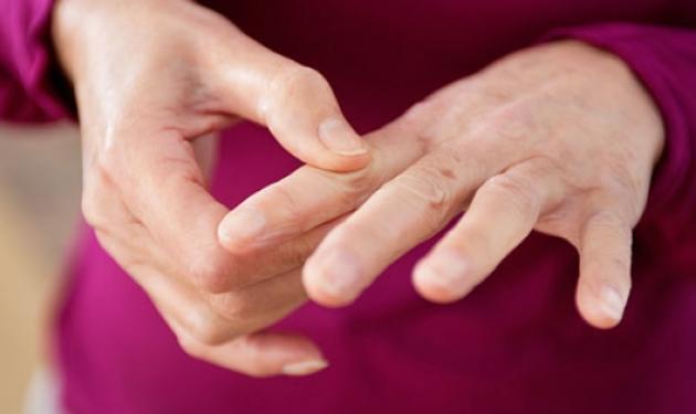 Ποια δάχτυλα θα σε πονέσουν πρώτα, αν έχεις το σύνδρομο του καρπιαίου σωλήνα