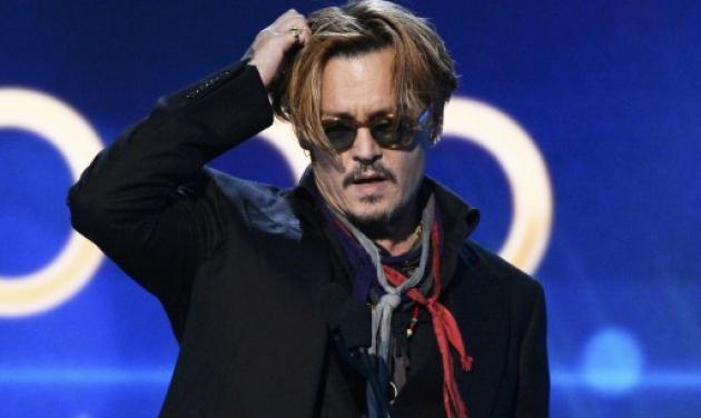 Οops! O Johnny Depp… ήπιε λίγα ποτηράκια παραπάνω στη σκηνή των Hollywood Film Awards
