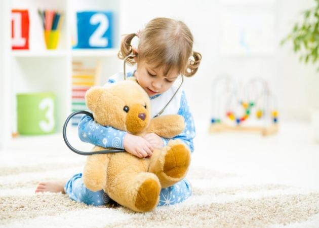 Πώς θα βοηθήσω το παιδί μου να μη φοβάται το γιατρό;