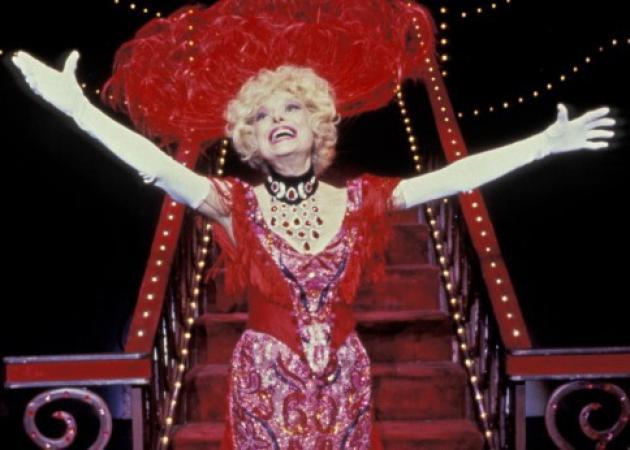 Βάζουν σε κίνδυνο τη ζωή τους για το «Hello Dolly» στην Αμερική | tlife.gr