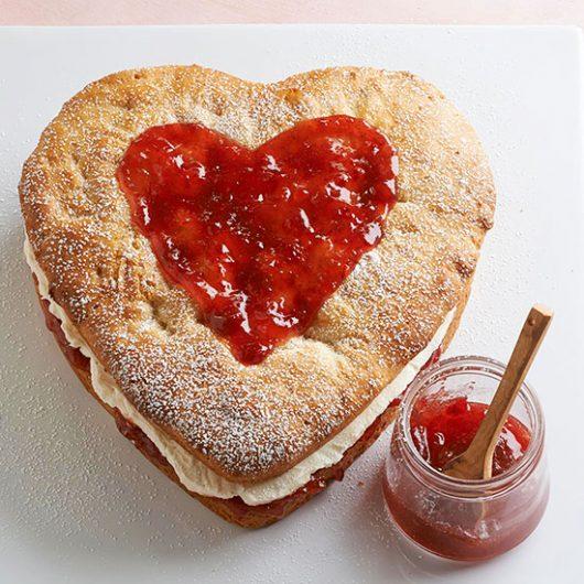 Ντόνατ καρδιά με μαρμελάδα και κρέμα   tlife.gr