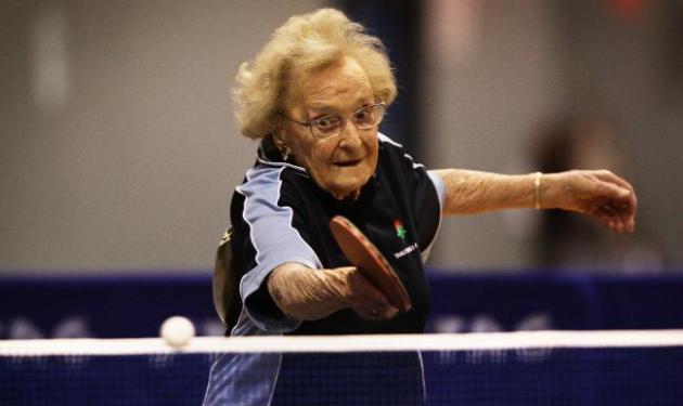 Είναι 100 ετών και παίζει πινγκ- πονγκ σαν έφηβη! | tlife.gr