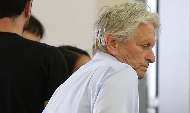 Στο πένθος ο Michael Douglas μετά το θάνατο της μητέρας του – Στο πλευρό του η Catherine Zeta – Jones
