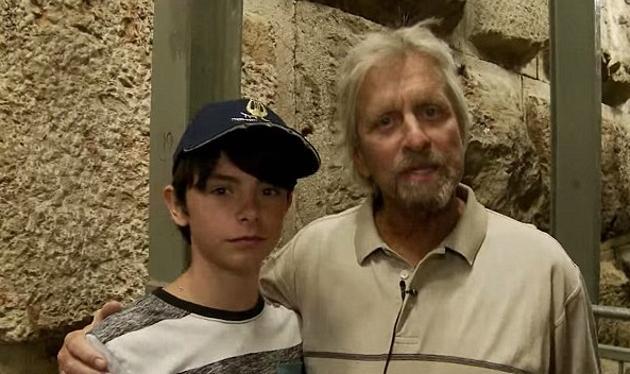 Michael Douglas: Μιλάει πρώτη φορά για τη ρατσιστική επίθεση που δέχθηκε ο 15χρονος γιος του!