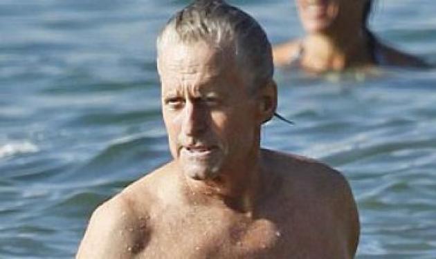 Ο Μάικλ Ντάγκλας στη Χαβάη μετά την καλυτέρευση της υγείας του! | tlife.gr