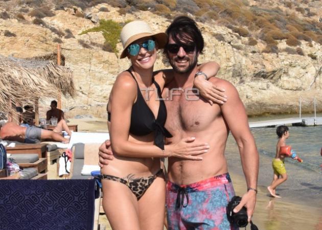 Ζέτα Δούκα: Στην παραλία χωρίς ρετούς, τέσσερις μήνες μετά τη γέννα!
