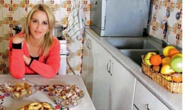 Ρένα Δούρου: Φωτογραφίζεται στην κουζίνα της μαμάς της!