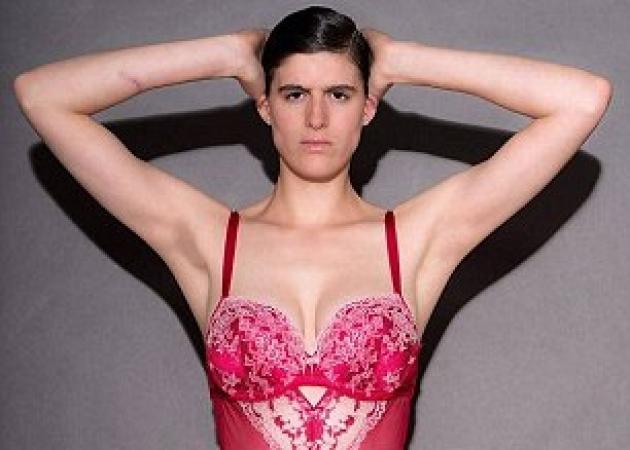 """Ανδρόγυνο μοντέλο φοράει τα εσώρουχα των μοντέλων της Victoria Secret και δηλώνει: """"Έχω το ίδιο υπέροχο σώμα μ΄αυτές""""!"""