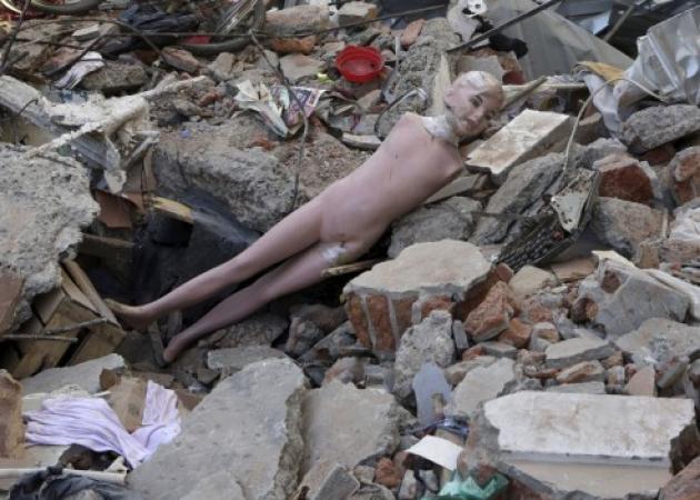 Σεισμός στον Ισημερινό: Ρημαγμένη η χώρα! 646 νεκροί, 12.5000 τραυματίες, 130 αγνοούμενοι! Δεν σταματούν οι μετασεισμοί! Συγκλονιστικές εικόνες | tlife.gr