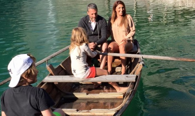 Έλενα Παπαρίζου – Ανδρέας Καψάλης: Βαρκάδα σε λίμνη της Σουηδίας! | tlife.gr