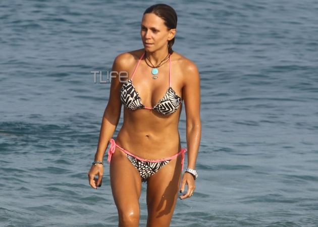Έλλη Κοκκίνου: Χωρίς ρετούς και με άψογο κορμί στην παραλία! Φωτογραφίες | tlife.gr