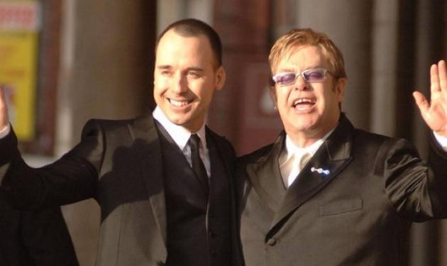 Ο Elton John ξόδεψε 40.700 ευρώ για μωρουδιακά! Δες τι αγόρασε | tlife.gr