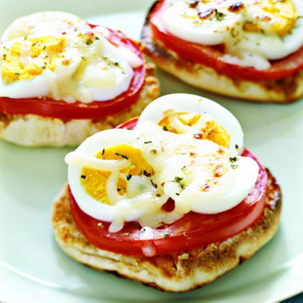 Μίνι πιτσάκια με βραστό αυγό