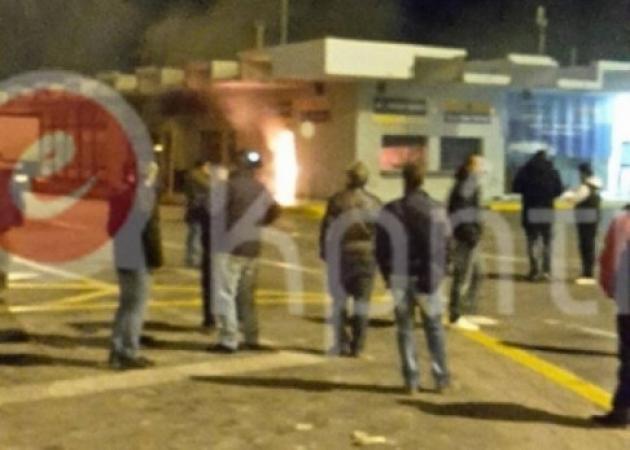 Απεργία ΠΝΟ: Φλέγεται το λιμάνι του Ηρακλείου! Σοβαρές συγκρούσεις αγροτών – ναυτεργατών [vid]