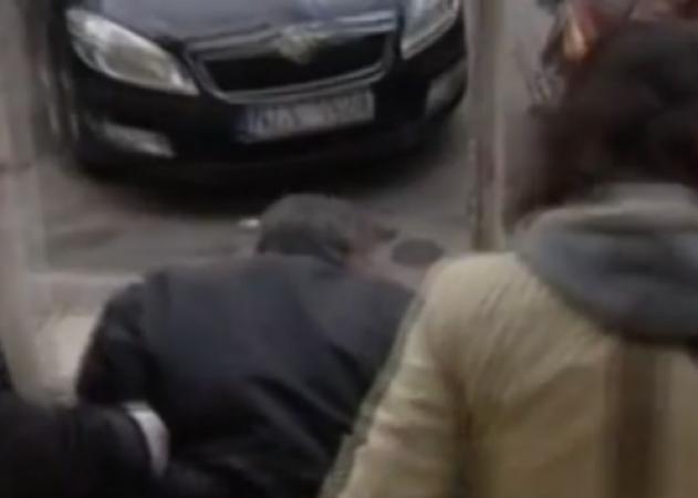 Aυτός είναι ο υπάλληλος της ΕΡΤ3 που βίαζε την 9χρονη κόρη φίλου του!