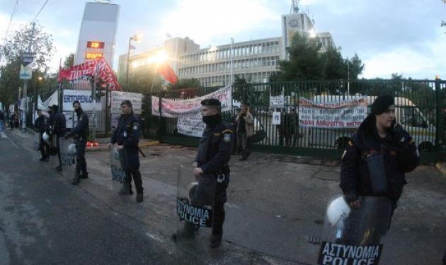 Μπήκαν τα ΜΑΤ στην ΕΡΤ – Εισαγγελέας στο Ραδιομέγαρο της Αγίας Παρασκευής | tlife.gr