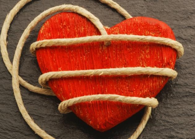 Ερωτική ζήλια: Τα αίτια, τα αποτελέσματα και οι τρόποι αντιμετώπισης   tlife.gr