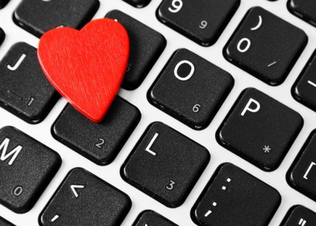 «In a relationship»! 5 λόγοι που ένας άνδρας αλλάζει το status του στο facebook…   tlife.gr
