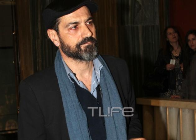 Κώστας Φαλελάκης: Συγκινημένος παρέλαβε το βραβείο Β' Ανδρικού Ρόλου που κέρδισε ο Μηνάς Χατζησάββας