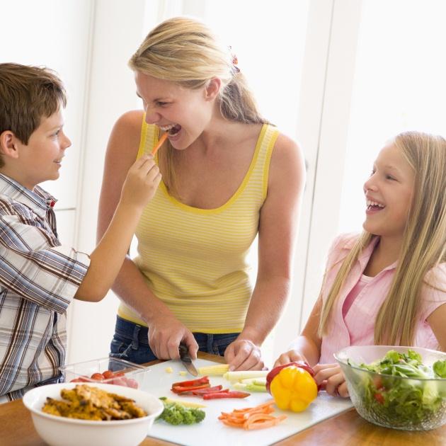 Το οικογενειακό τραπέζι αυξάνει την απόδοσή σου στη δουλειά   tlife.gr