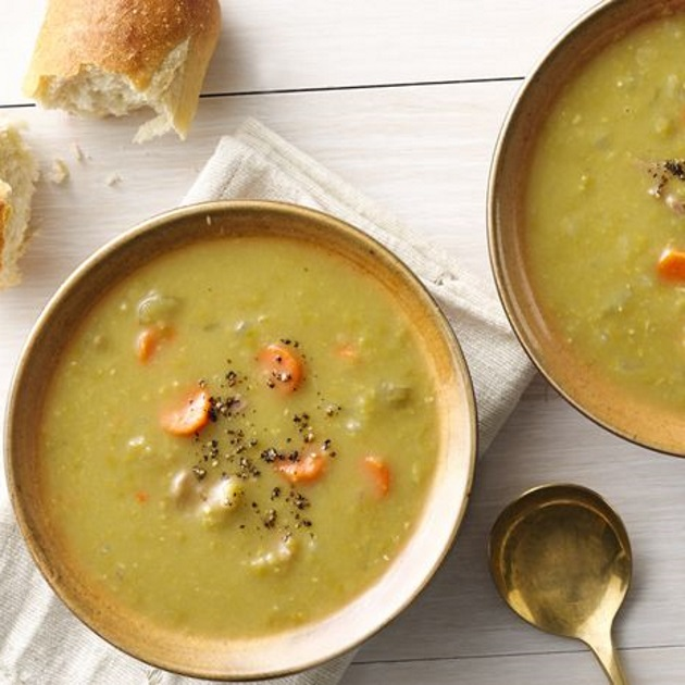 Πλούσια σούπα με φάβα και φρέσκα λαχανικά