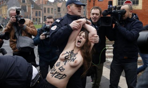 Έπεσαν γυμνές, στις ρόδες του Στρος Καν! | tlife.gr