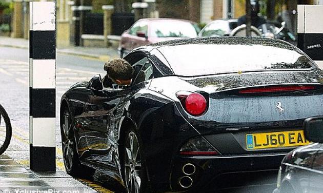 Ποιος διάσημος star κλείνει τα 50 και έκανε στον εαυτό του δώρο Ferrari;