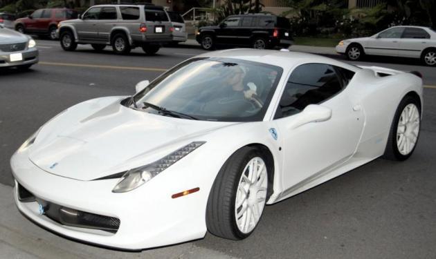 J.Bieber: Σκοτώθηκε παπαράτσι προσπαθώντας να βγάλει φωτογραφία τη Ferrari του!