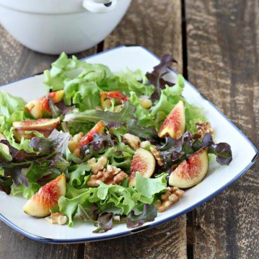 Σαλάτα με ψητά σύκα και καβουρδισμένα καρύδια | tlife.gr