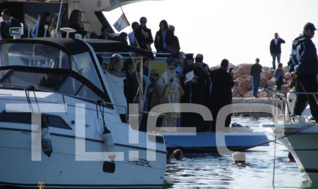 Θεοφάνεια στη Γλυφάδα: Και ο Δεσπότης ήταν στο κότερο! | tlife.gr