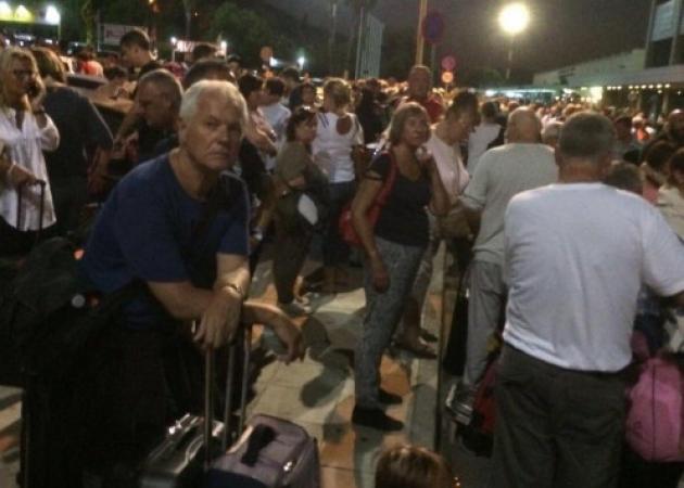 Εκκενώθηκε το αεροδρόμιο της Ρόδου! Επιβάτες παρουσιάσαν τσούξιμο στα μάτια και έντονο βήχα!   tlife.gr