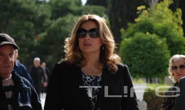 Φίλοι και συγγενείς είπαν το στερνό αντίο στον Γιώργο Φούντα | tlife.gr