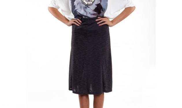 Αυτή η γκρι φούστα θα γίνει το must της γκαρνταρόμπας σου!   tlife.gr