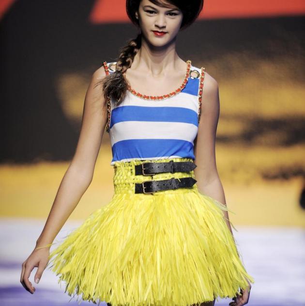 3 | Πώς να φορέσεις μια φούστα με φτερά