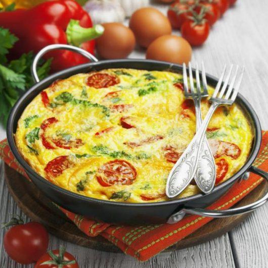 Ομελέτα φούρνου με λαχανικά | tlife.gr