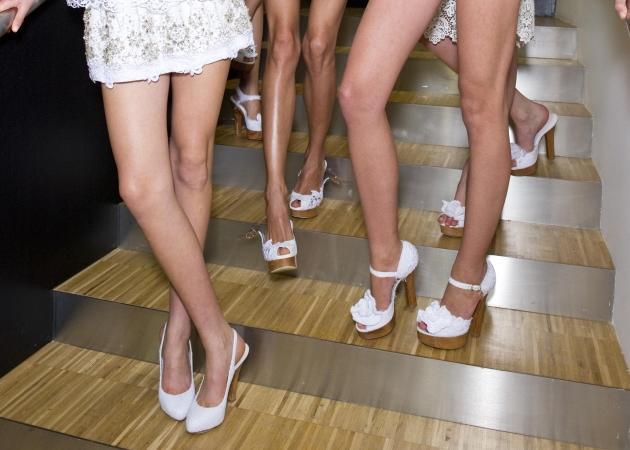 Ψηλά τακούνια, πλατφόρμες, σανδάλια! Όλα όσα πρέπει να ξέρεις πριν αγοράσεις παπούτσια… | tlife.gr