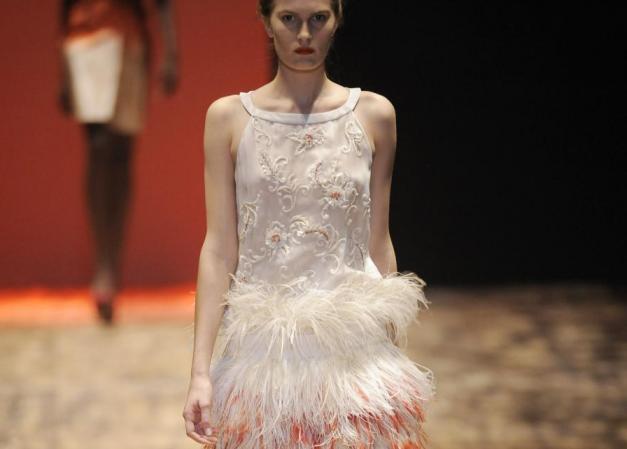 1 | Πώς να φορέσεις μια φούστα με φτερά