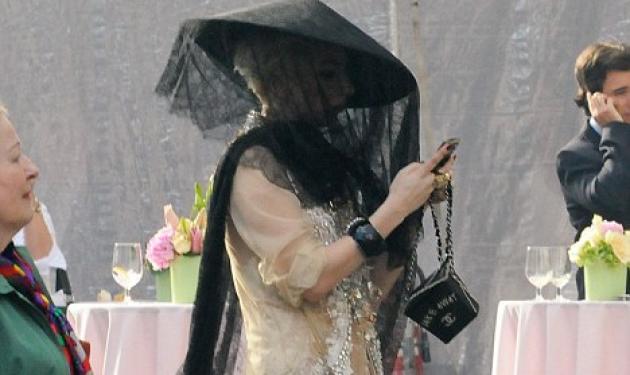 Που πηγαίνει έτσι η Lady Gaga;   tlife.gr