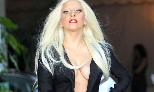 H Lady Gaga γίνεται από γοργόνα… αγόρι! Δες το ολόφρεσκο videoclip της